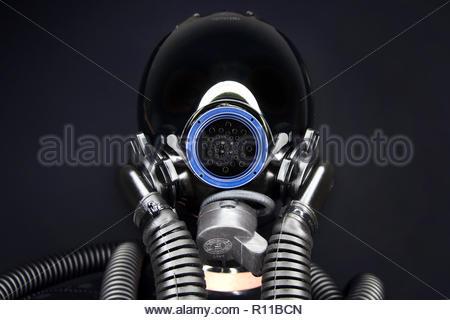 Low angle view de tuyaux sur un fond noir Photo Stock