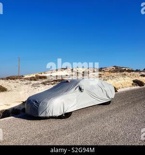 Voiture voilée sur île de Milos, Grèce Photo Stock