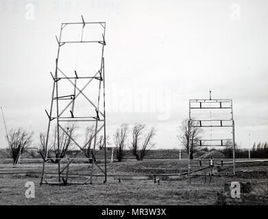 Photographie d'antennes solaires situé à l'Observatoire de Radioastronomie Mullard, Cambridge, Angleterre. En date du 20e siècle Photo Stock