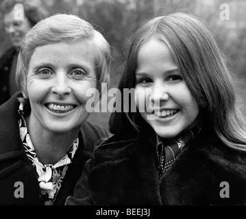 L'actrice Linda Blair, droite, avec sa mère Elinore Blair. Photo Stock