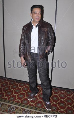 Bollywood acteur Kamal Hassan pose au cours de la conférence de presse pour présenter la première de film à venir en Vishwaroopam Videocon d2h sur PPV (Pay Per View) à Mumbai, Inde, 04 janvier 2013. Le film, sera diffusé le 10 janvier et sera chargé à rs 1000 par vue en langue tamoule et RS 500 pour le télougou et hindi. Deven (cont) Photo Stock