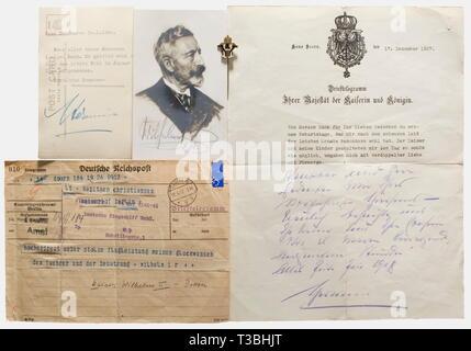 Friedrich Christiansen, maggior successo aviatore Navale della Prima Guerra Mondiale, un perno d'onore della coppia imperiale Wilhelm II e Hermine, 1932 dorato e smaltato bronzo. Monogrammi 'W II' e 'H', ritorto pin d'argento. Altezza 58 mm. Con un telegramma di congratulazioni dal Kaiser datata 28 maggio 1932 ('molto soddisfatto circa il vostro rispettabile conquista dell'aviazione, le mie congratulazioni per il pilota e per l'equipaggio = wilhelm i r') dopo il ritorno sicuro di fare X con il suo comandante Christiansen da promozionale di tutto il mondo del volo (5.11.1930 - 24.5.1932). Als, No-Exclusive-uso | Editorial-Use-solo Immagini Stock