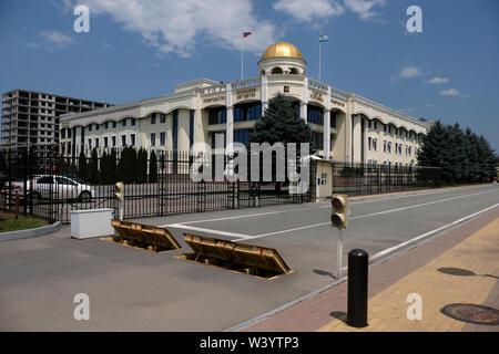 Palazzo del Governo della Repubblica di Inguscezia nel centro di Magas la città capitale della Repubblica di Inguscezia nel Nord Caucaso Distretto federale della Russia. Immagini Stock