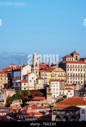 Vista in direzione di Nossa Senhora da Vitoria Chiesa, Porto, Portogallo Immagini Stock