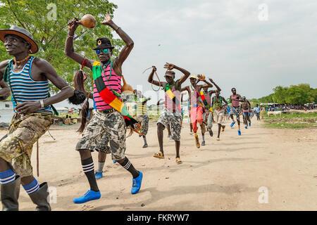 Murle uomini avente una parte di Pibor, Sud Sudan. Immagini Stock