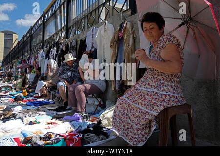 Il mercato delle pulci di Pyatigorsk una città a Stavropol Krai situato nel Nord Caucaso Distretto federale della Russia. Immagini Stock