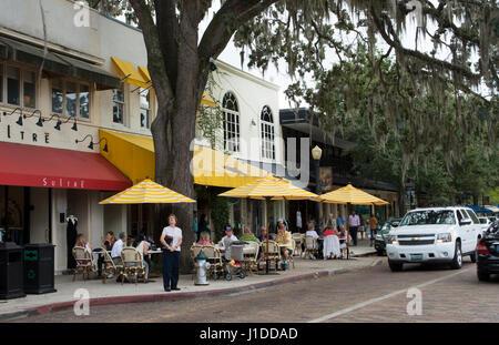 Winter Park Florida Park Avenue traffico e negozi ristoranti e caffetterie in esclusiva shopping di lusso Immagini Stock