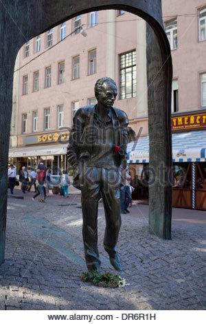 Bulat Okudzhava statua in una Street Arbat Street, Mosca, Russia Immagini Stock