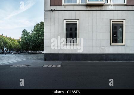 La facciata della metà del secolo il moderno edificio di Berlino, Germania Immagini Stock