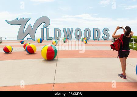 Stati Uniti d'America,New Jersey,Wildwood,Wildwood segno e palle da spiaggia Immagini Stock