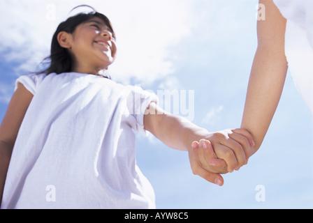 Ragazza con la sua mano con altri Immagini Stock