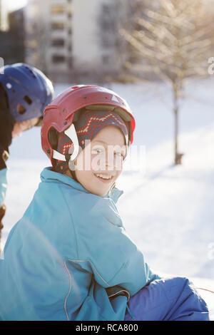 Ragazzo su scooter da neve Immagini Stock