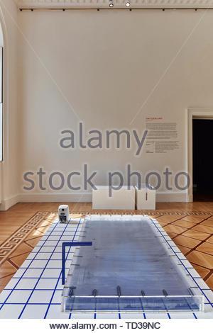 Installazione dalla Fondazione svizzera per la cultura Pro Helvetia (vari designer) per la Svizzera. London Design Biennale 2018, Londra, Regno Unito. Architetto: V Immagini Stock