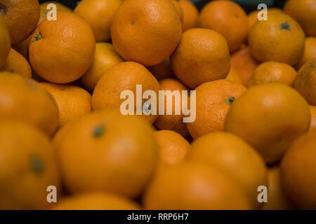 Sfondo di frutta. Piccole arance mature tangerini. Complesso Vitaminico Immagini Stock