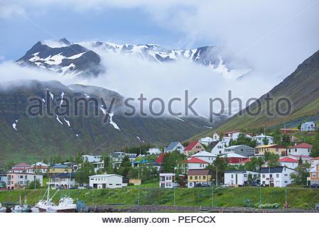 Siglufjörður Affitto, un villaggio di pescatori che si trova nella parte più settentrionale dell'Islanda. Immagini Stock