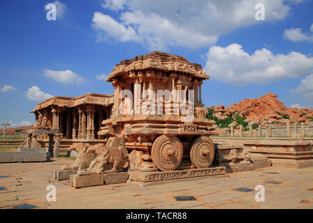 Carro di pietra garuda hampi, Vijayanagar, Karnataka, India, Asia Immagini Stock