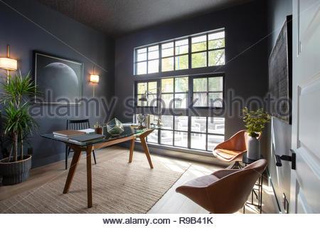 Casa moderna vetrina interno home office Immagini Stock