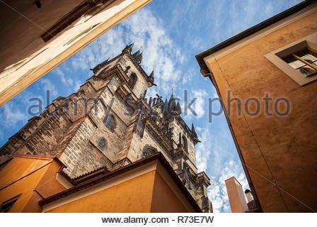 La chiesa di Nostra Signora di Týn, Piazza della Città Vecchia di Praga, Repubblica Ceca Immagini Stock