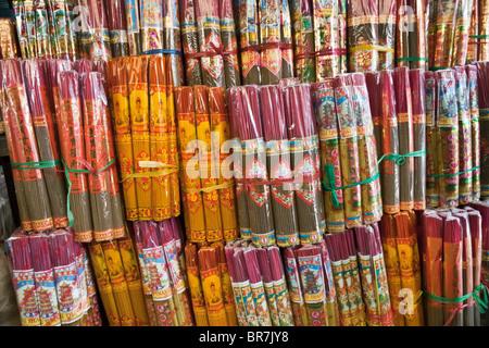 Il Vietnam, Nha Trang, Dam Mercato, confezionati display incenso Immagini Stock
