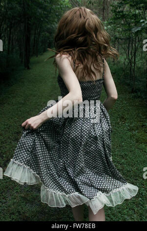 Donna in corsa lontano Immagini Stock