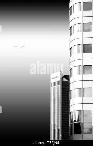 La fotografia di un isolato, moderno ed alto edificio. Immagini Stock