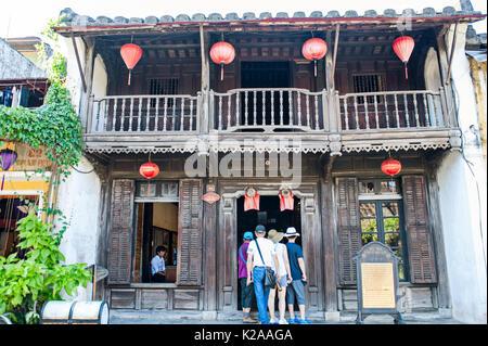 Museo delle Ceramiche di commercio, antica città di Hoi An, Vietnam. Questa casa risale alla fine del XIX secolo. Essa è stata trasformata in museo del commercio Cerami Immagini Stock