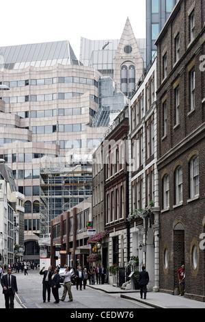 Un'architettura moderna e classica, City of London, Londra, Inghilterra, Regno Unito, Europa Immagini Stock