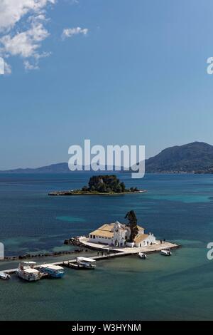 Isola monastero di Vlacherna e mouse island, penisola di Kanoni, Kerkira o Kerkyra, isola di Corfu, Isole Ionie, Grecia Immagini Stock