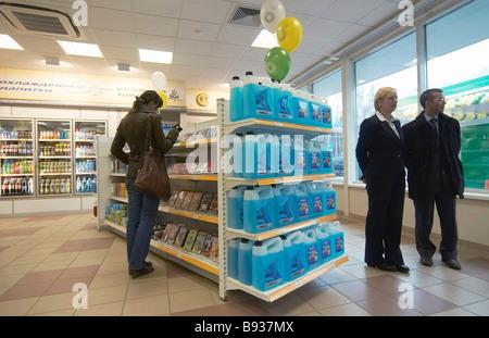 La messa in servizio del primo TNK BP gas stazione a San Pietroburgo in isola Vasilievsky Immagini Stock