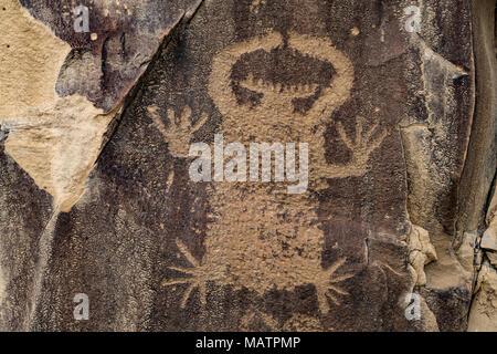 Incisioni rupestri, leggenda rock stato sito archeologico, Wyoming stile Dinwoody antica arte rock Immagini Stock