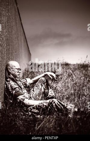 Giovane soldato nei campi Immagini Stock