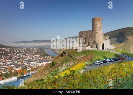 Rovine del Castello di Landshut, Valle della Mosella, Bernkastel-Kues, Renania-Palatinato, Germania, Europa Immagini Stock