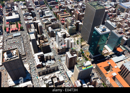 Vista aerea di Jeppe Street, Johannesburg Central Business District, con il grattacielo torri di marmo Sanlan Center building. Immagini Stock