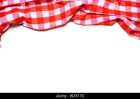 Un rosso e bianco tovaglia gingham su sfondo bianco Immagini Stock