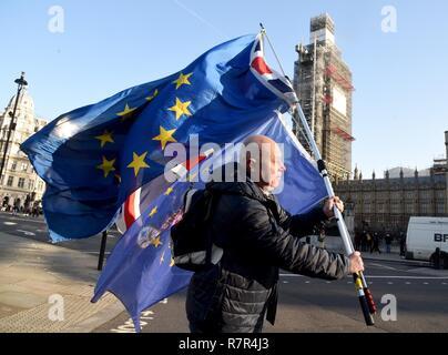 Londra, Regno Unito. 11 dic 2018. Brexit proteste, Westminster, London Il credito: Finnbarr Webster/Alamy Live News Immagini Stock