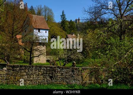 In Valle Tauber, con Topplerschlosschen, vicino a Rothenburg ob der Tauber, Media Franconia, Franconia, Baviera, Germania Immagini Stock