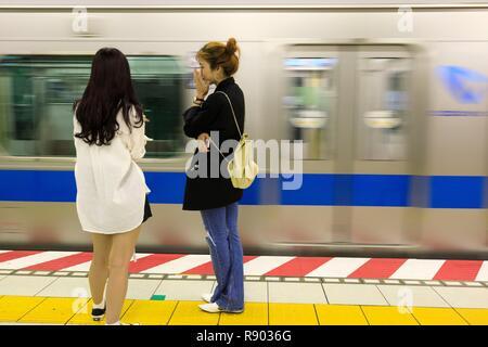 Giappone, isola di Honshu, Tokyo, quartiere Koto, Toyosu District, alla metropolitana Immagini Stock