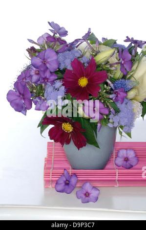 Mazzo di fiori in vaso Immagini Stock