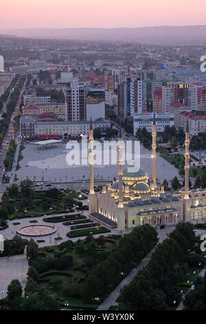 Vista di Akhmad Kadyrov moschea a Grozny la capitale della Cecenia ufficialmente la Repubblica cecena nel Nord Caucaso Distretto federale della Russia. Immagini Stock