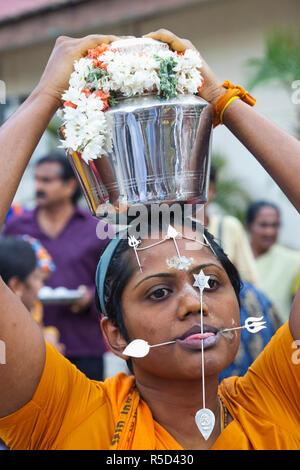 Singapore, Little India, Sri Srinivasa Perumal Temple, Thaipusam Festival partecipante Immagini Stock