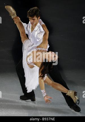 Gli ucraini Anna Zadorozhniuk e Sergei Verbillo medalists di bronzo alla Coppa di Russia la quinta tappa del Grand Immagini Stock