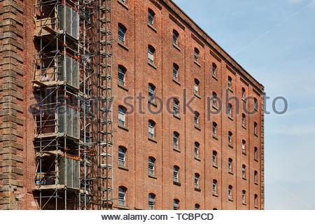 Dettagli esterni. Magazzino di Londra, Manchester, Regno Unito. Architetto: Archer Humphreys architetti, 2018. Immagini Stock