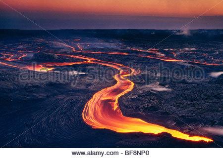 La lava scorre da Pu'u 'O'o, Parco Nazionale dei Vulcani delle Hawaii, Hawaii Immagini Stock
