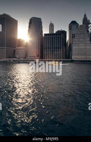 Skyline di Manhattan dal fiume Hudson Immagini Stock