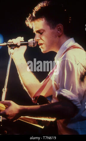 Nuovo ordine UK del gruppo rock con Bernard Sumner circa 1980 Immagini Stock
