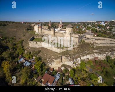 Riprese aeree di kamianets-podilski castello in Ucraina occidentale. prese su una luminosa giornata autunnale limpida Immagini Stock