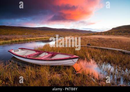 Dovre, Norvegia, Settembre 15th, 2018. I colori autunnali a Fokstumyra riserva naturale, Dovre, Norvegia. Credito: Oyvind Martinsen/ Alamy Live News Immagini Stock