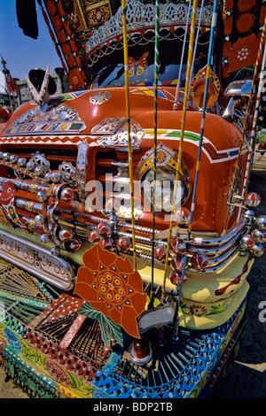 Decorato in maniera colorata carrello, Pakistan Immagini Stock