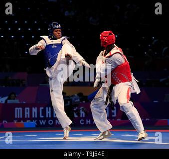 Arena di Manchester, Manchester, Regno Unito. Il 19 maggio 2019. Taekwondo Campionati del mondo; Maicon Siqueria (BRA) terre un corpo kick su Mahama Cho (GBR) durante il loro quarto final bout Credit: Azione Plus immagini di sport/Alamy Live News Immagini Stock