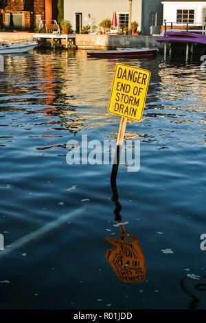 Segno di Balboa Bay di Newport Beach in California © Myrleen Pearson Immagini Stock
